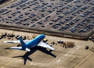 Aviation recovery faces stop-start risks